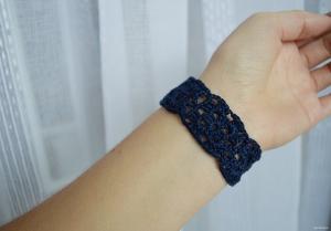 Virkat armband med mormorsrutor